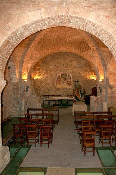 400px-Chiesa_di_Sant'Anna_dei_Pompetti_(Teramo)_-_interno